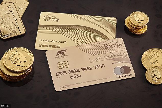 Kiadták a világ első, aranyból készült bankkártyáját