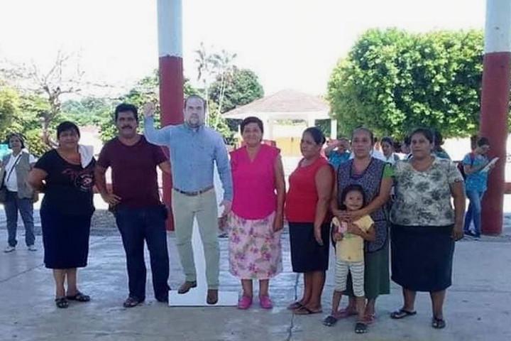Papírbábuval helyettesítettek egy mexikói polgármestert