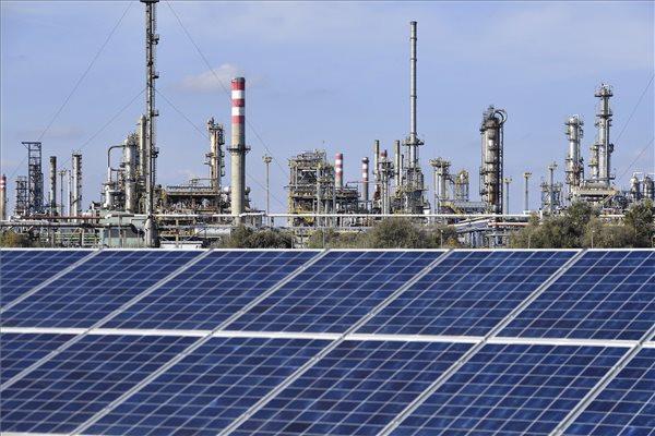 Több napelemparkot is üzembe állított a Mol