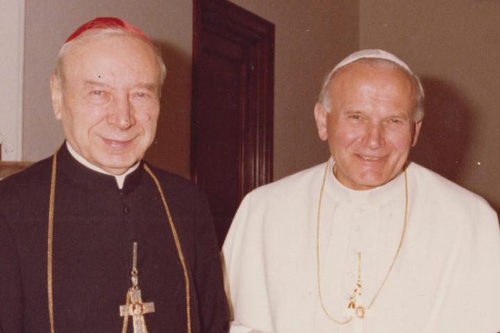 Boldoggá avatják a néhai lengyel bíborost