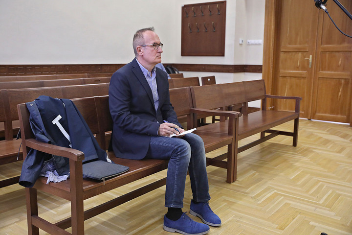 Új szakértő kirendelését indítványozta Simon Gábor védője