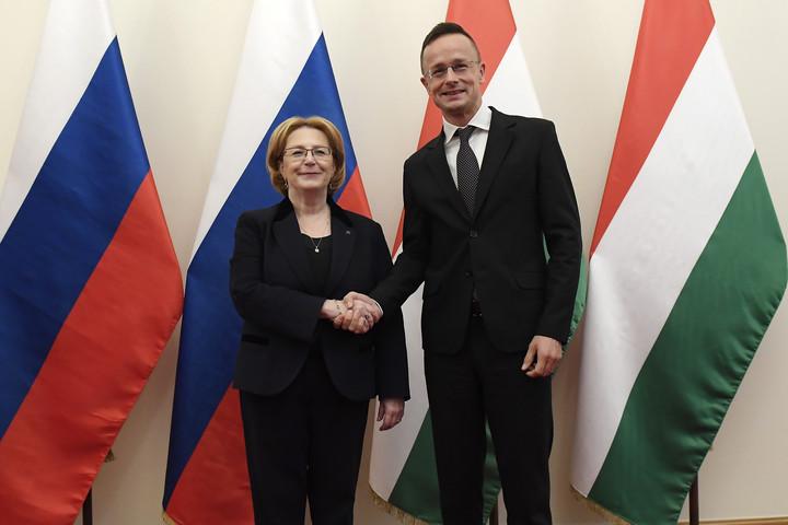 Szijjártó: A magyar érdekeknek megfelelően fejlődik gazdasági kapcsolatunk Oroszországgal
