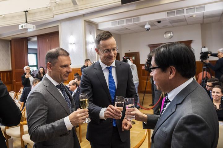 Szijjártó: Magyarország lesz az európai autógyártás egyik fellegvára