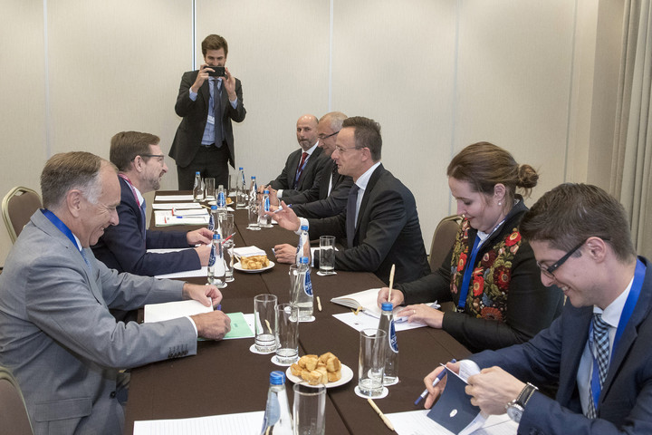 Szijjártó: Montenegrónak és Szerbiának 2025 előtt kellene csatlakoznia az EU-hoz