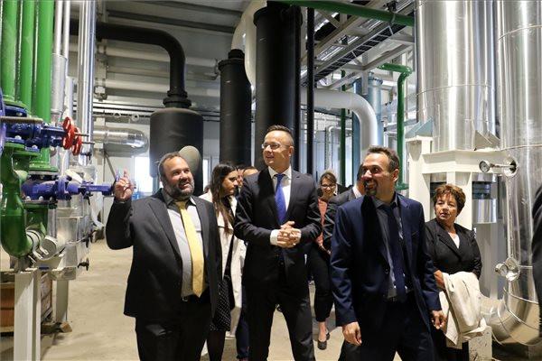 Kozmetikai alapanyagokat gyártó üzem kezdi meg a termelést Szolnokon