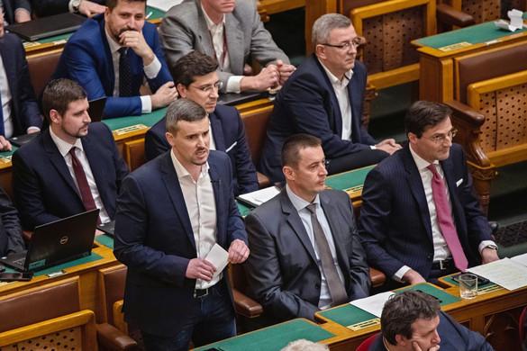 A tönk szélén a Jobbik és az LMP