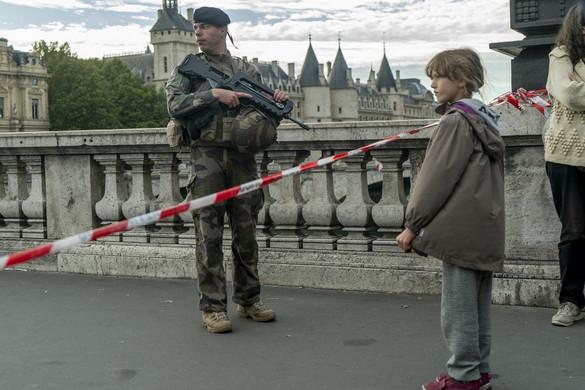 Felesége szerint szokatlanul viselkedett a párizsi rendőr-főkapitányságon késelő