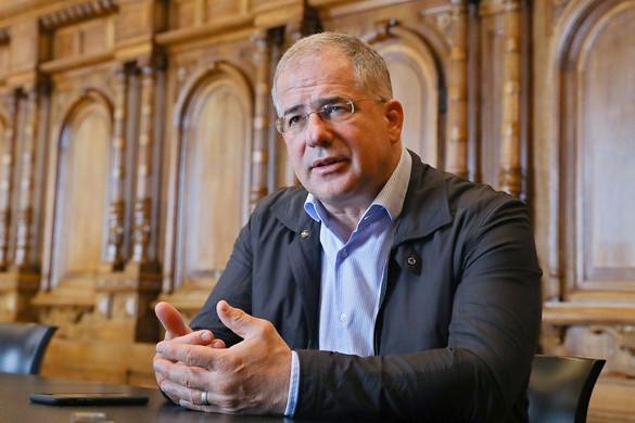 Kósa: Ezen a választáson az egyetlen szívesen vállalt pártlogó a Fidesz–KDNP-é