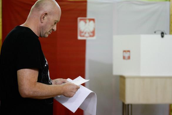 Győzött a Jog és Igazságosság párt a lengyel parlamenti választásokon