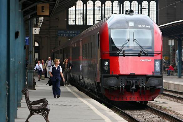 Gyorsul a vasút Bécs felé
