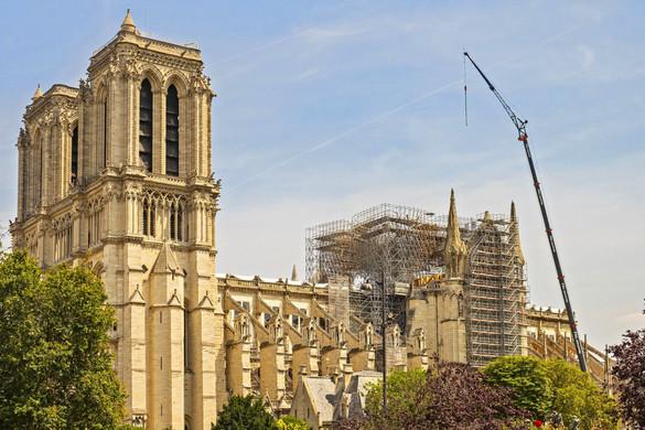 Százmillió euróval támogatja a Notre-Dame újjáépítését a luxusmárkáiról híres Pinault-család