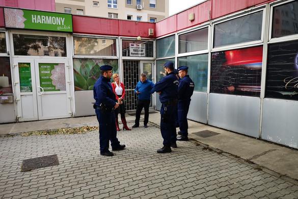 Bangóné Borbély Ildikó és Szenteczky János betörtek a Fidesz csepeli irodájába