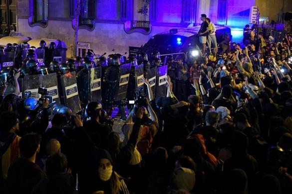Katalóniában folytatódtak az összetűzések