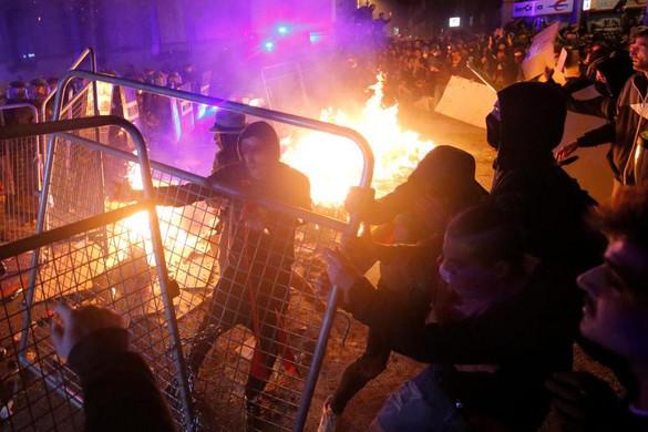 Rendbontásba torkolltak a katalán tüntetések