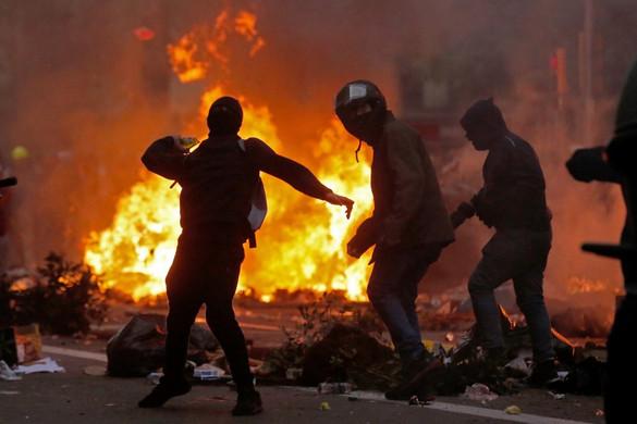 Lángokba borult Barcelona, nem csitulnak az indulatok Katalóniában