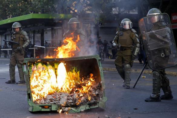 Erőszakos tüntetések törtek ki Chile fővárosában a metrójegyárak emelése miatt