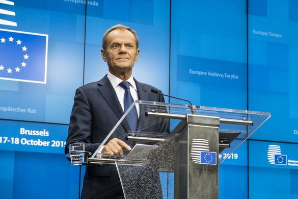 Tusk: Jövőre újra a tagállamok asztalára kerül az EU bővítésének kérdése