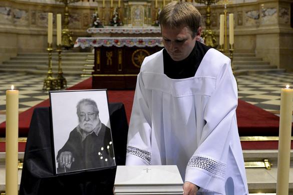 A Szent István-bazilikában búcsúztatták Sára Sándort