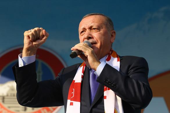 Erdogan: Amikor eljön az ideje, Ankara megnyitja kapuit a menekültek előtt Európa felé