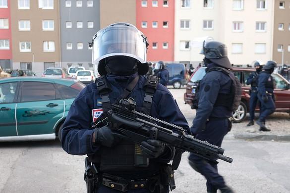 Hét francia rendőrtől vették el a fegyverét radikalizálódás gyanúja miatt