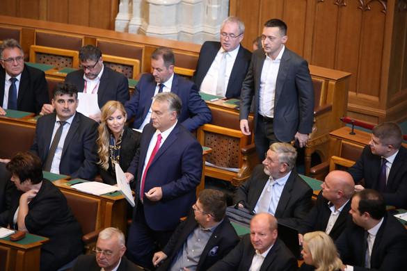 Orbán Viktor a Jobbiknak: A kisnyilasok mindig összeállnak a kommunistákkal