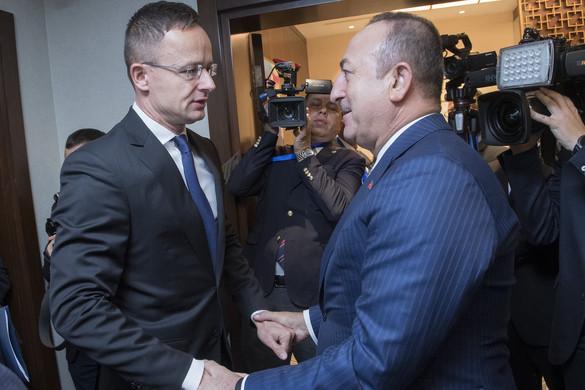 Szijjártó: Magyar érdek, hogy a törökök Szíria felé oldják meg a bevándorlási kérdést