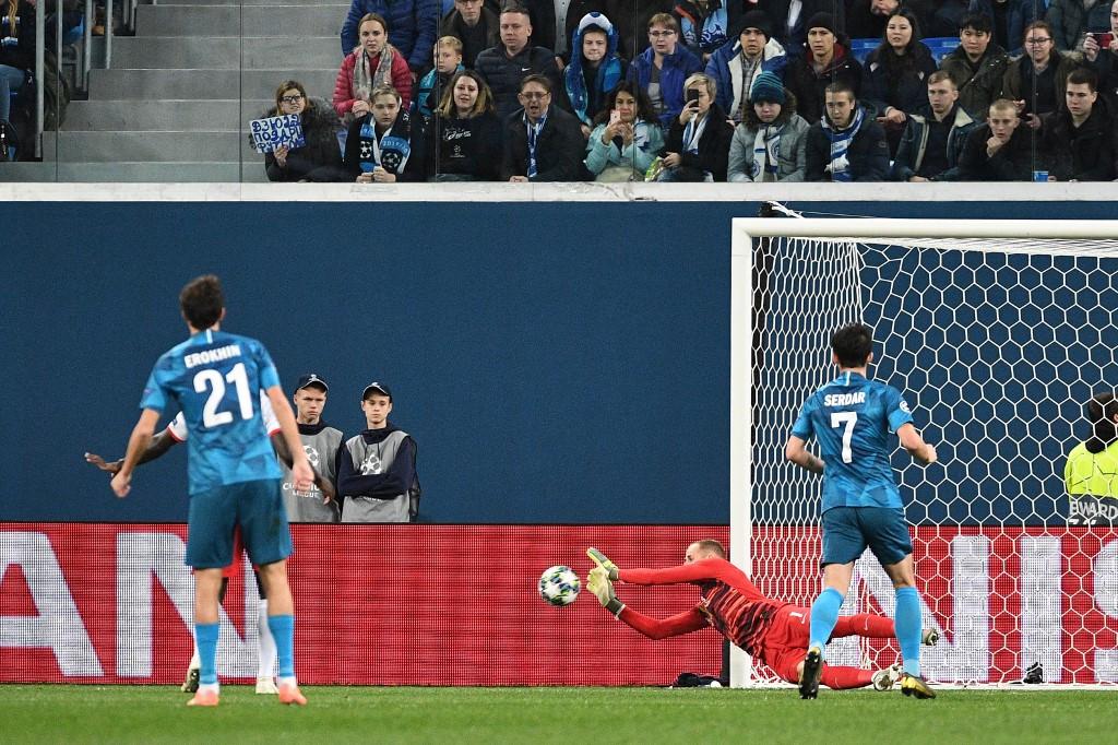Gulácsi Péter védése a Zenit Szentpétervár elleni, keddi Bajnokok Ligája mérkőzésen
