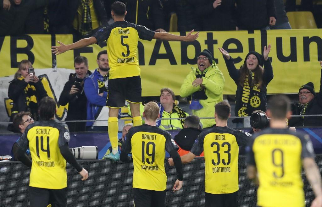A Dortmund szélsője, Achraf Hakimi második és egyben győztes gólját ünnepli a kedd esti Bajnokok Ligája csoportmérkőzés negyedik fordulójában