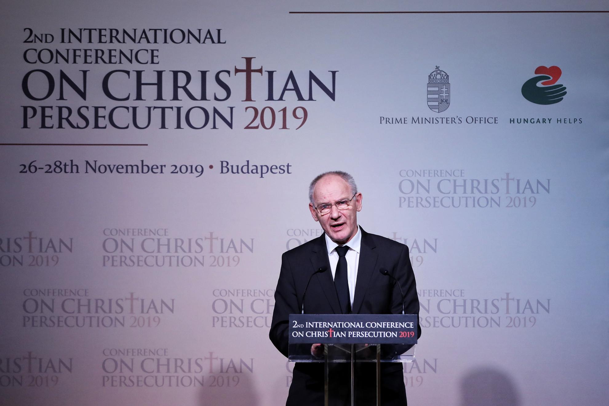 Bogárdi Szabó István református püspök, a Magyarországi Református Egyház zsinatnak lelkészi elnöke: Minden keresztényüldözés legmélyén az a szándék, hogy az üldözött megtagadja Krisztust