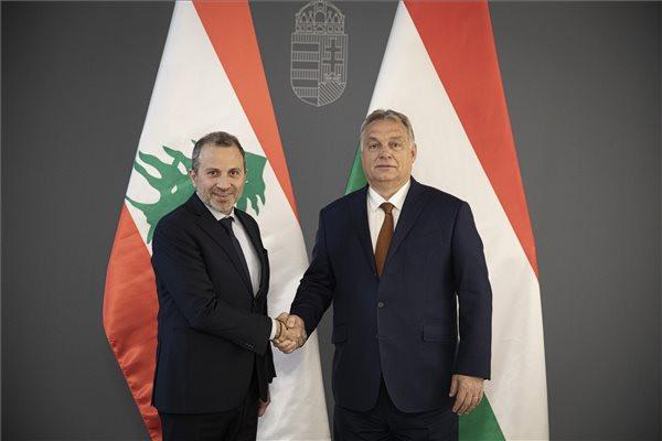 Orbán Viktor miniszterelnök fogadja Gebran Baszil libanoni külügyminisztert, a keresztényüldözésről szóló budapesti második nemzetközi konferencia vendégét a Karmelita kolostorban 2019. november 26-án