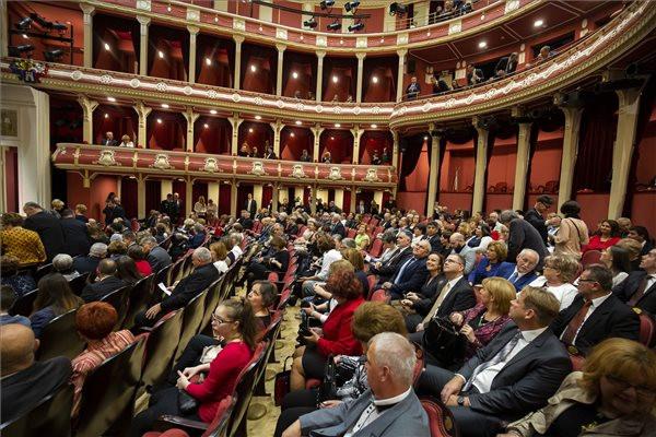 A felújított Csiky Gergely Színház átadási ünnepsége Kaposváron 2019. november 11-én