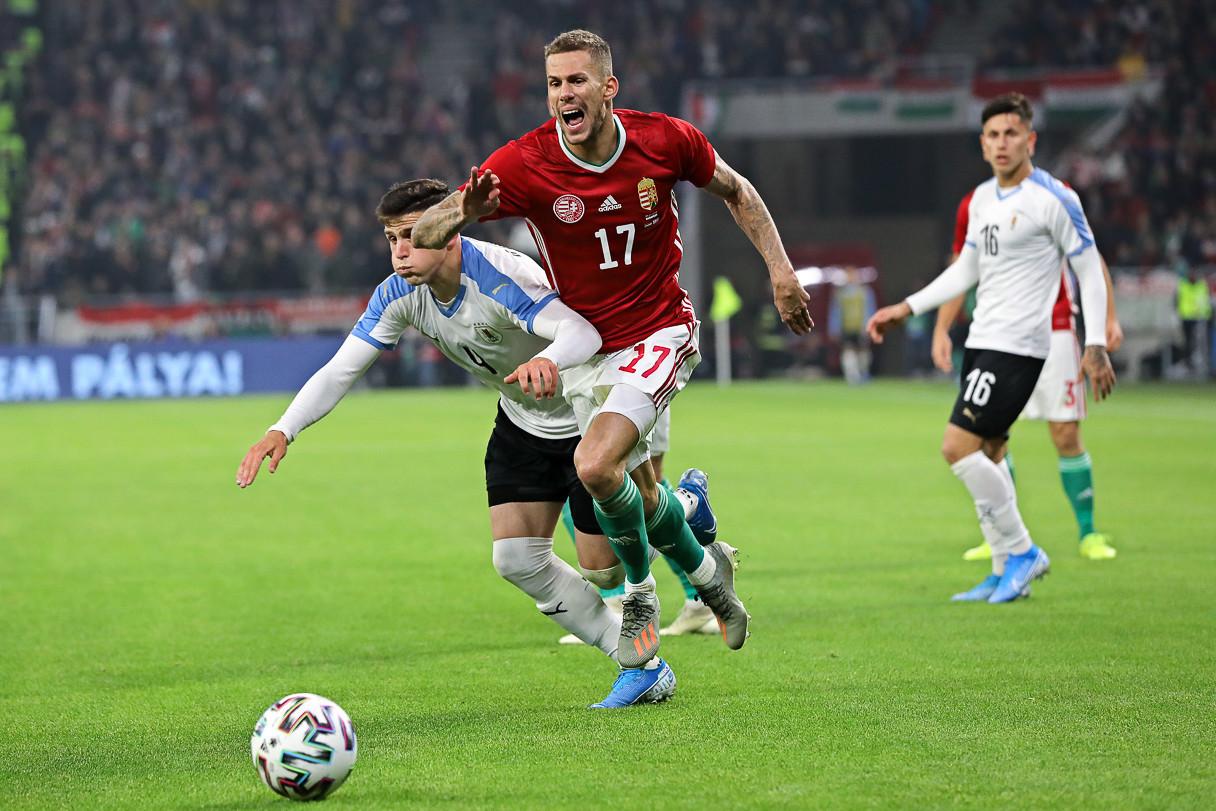 Az uruguayi labdarúgó-válogatott 2-1-re legyőzte a magyar csapatot a Puskás Aréna pénteki avató mérkőzésén, melyet telt ház, 65 114 néző előtt rendeztek. A világranglistán ötödik dél-amerikai rivális Edinson Cavani és Brian Rodriguez góljaival bő húsz perc alatt kétgólos előnyre tett szert, majd a 24. percben Szalai Ádám lőtte az új stadion első magyar találatát, amellyel a végeredményt is beállította.