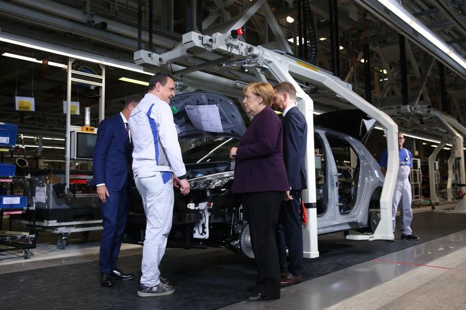Angela Merkel német kancellár is meglátogatta a Volkswagen zwickaui üzemét