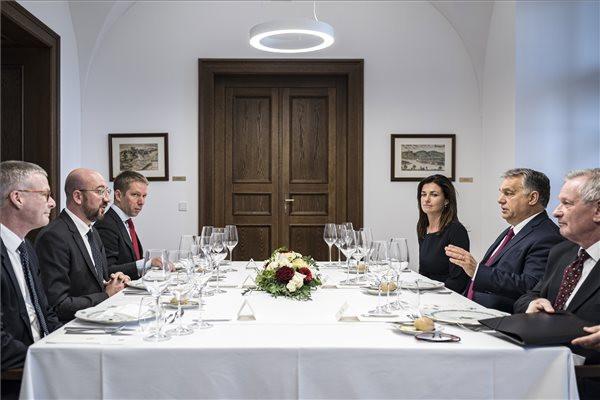 Orbán Viktor és Charles Michel a Karmelita kolostorban. Jobbról Varga Judit igazságügyi miniszter