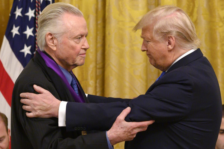 Donald Trumptól kapott kitüntetést Jon Voight