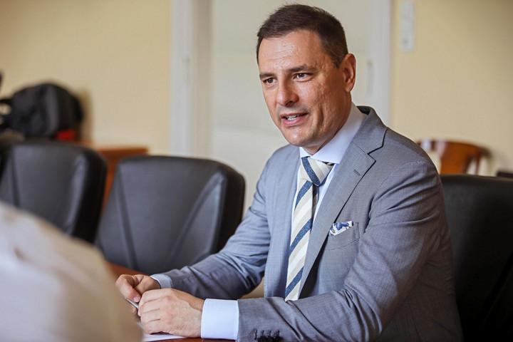 Tuzson: A közigazgatás az állam helyett már a magyar embereket szolgálja