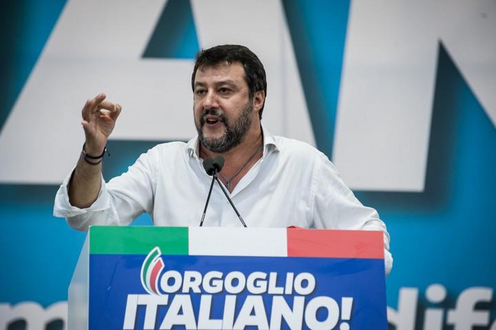 Vádat emeltek Salvini ellen, mert megvédte az olaszokat