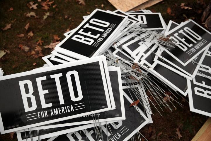 Kiszállt az amerikai demokrata párti előválasztási versenyből Beto O'Rourke