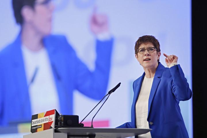 Lemondana a CDU-elnök a békéért