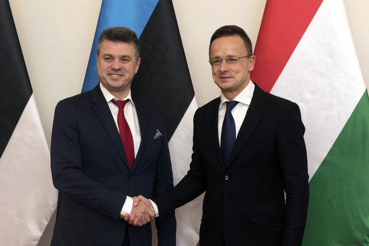 Szijjártó köszönetet mondott észt kollégájának a Magyarország melletti kiállásáért