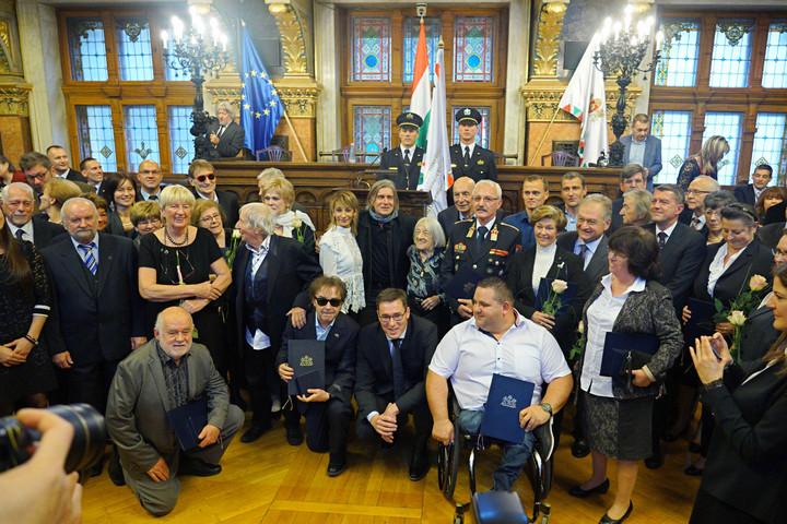 Megkapták elismeréseiket a Tarlós által felterjesztett díjazottak