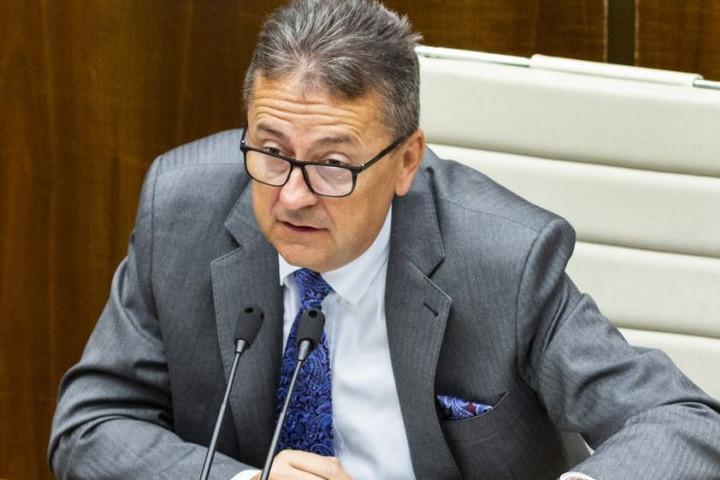 Lemondott posztjáról a szlovák parlament egyik alelnöke