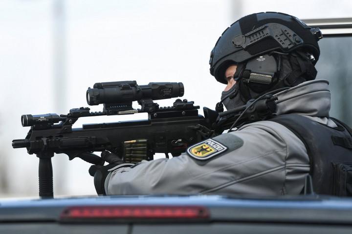Terrorcselekményre készülő iszlamistákat vettek őrizetbe Németországban