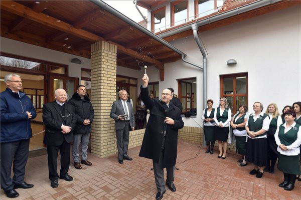 Új épületet kapott a fóti Gondviselés óvoda