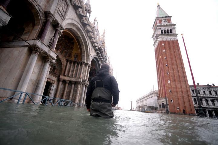 Ismét lezárták a Szent Márk teret az árvíz miatt