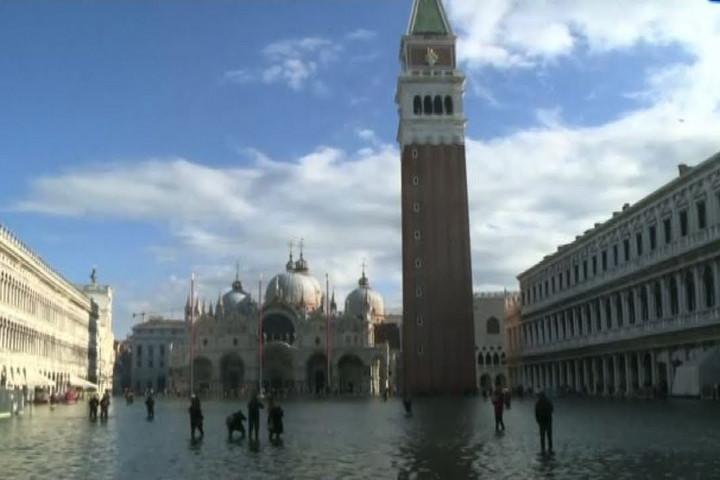 Szükségállapot Velencében