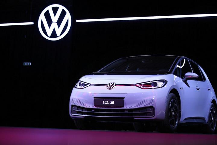 Elkezdődött a Volkswagen első teljesen elektromos autójának sorozatgyártása