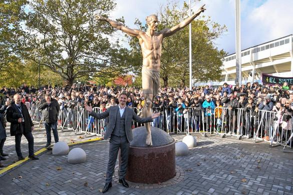 Felgyújtották Ibrahimovic szobrát Malmőben