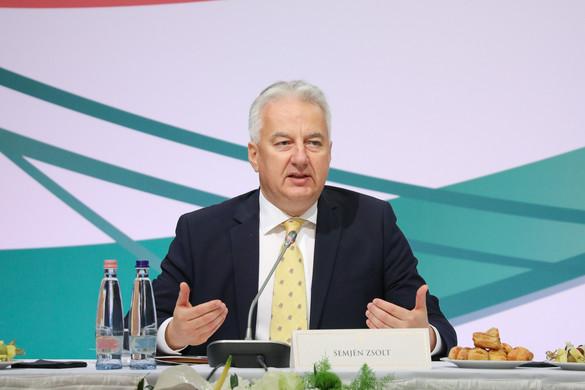 Semjén: 2010 óta a diaszpóra magyarsága azonos súllyal jelenik meg a Kárpát-medence magyarsága mellett