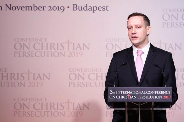 Azbej Tristan: Becsületbeli ügy a kereszténység védelme
